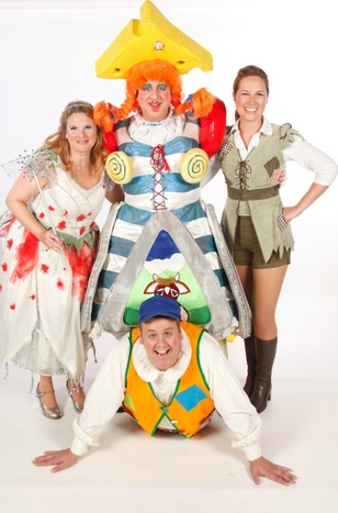 Neil Hurst (Simple Simon) and the cast of Jack and the Beanstalk